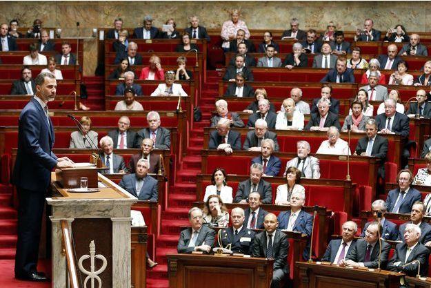 Le roi Felipe VI d'Espagne devant l'Assemblée nationale