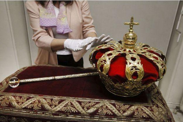 La couronne et le sceptre d'Espagne.