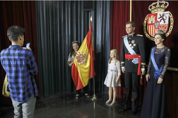 Les statues en cire de la reine Letizia, du roi Felipe VI et de la princesse Leonor d'Espagne au Museo de Cera à Madrid, le 11 avril 2017
