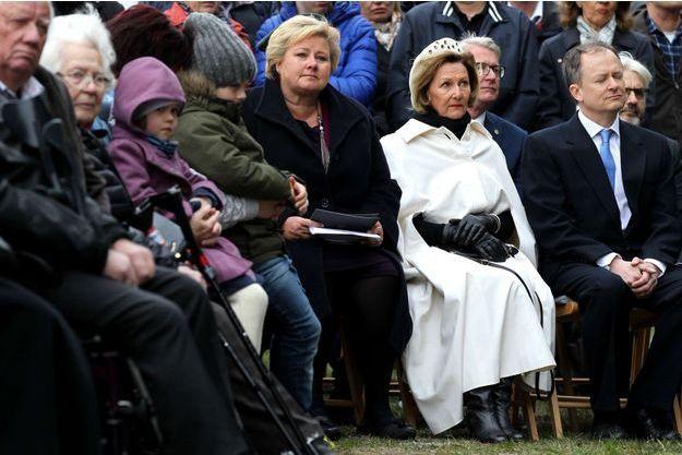 La reine Sonja de Norvège et la Premier ministre norvégienne Erna Solberg commémorent les 25 ans de la tragédie du Scandinavian Star