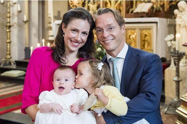 Photographie officielle du baptême de la princesse Gloria Irene de Bourbon de Parme aux Pays-Bas, le 17 septembre 2016
