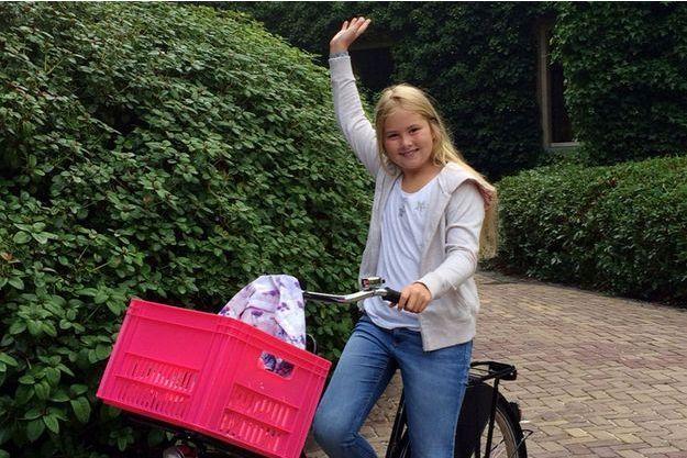 La princesse Catharina-Amalia des Pays-Bas en route pour sa nouvelle école à La Haye, le 24 août 2015