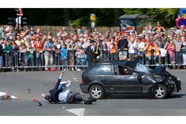 Le 30 avril 2009, un desaxé visait la famille royale des Pays-Bas dans une attaque à Apeldoorn.