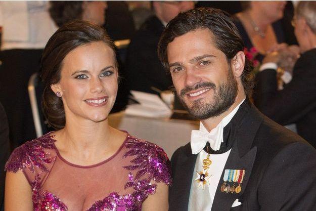 Carl Philip et Sofia, au dîner des Nobel, le 10 décembre 2014, à la mairie de Stockholm, savourent leur victoire. Le 13 juin, ils se diront oui.