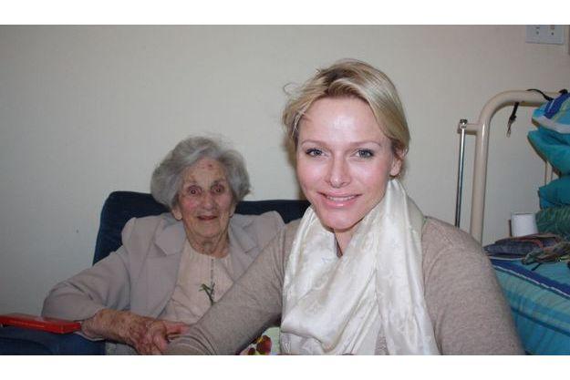 Charlène et sa grand-mère Sylvia.