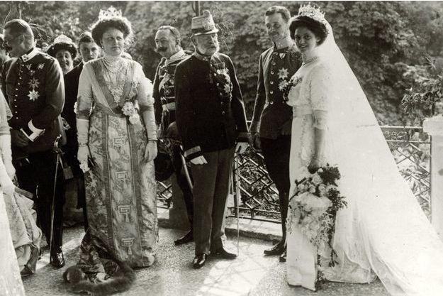 La princesse Zita de Bourbon-Parme et Charles de Habsbourg-Lorraine le jour de leur mariage, 21 octobre 1911, avec l'empereur François-Joseph d'Autriche