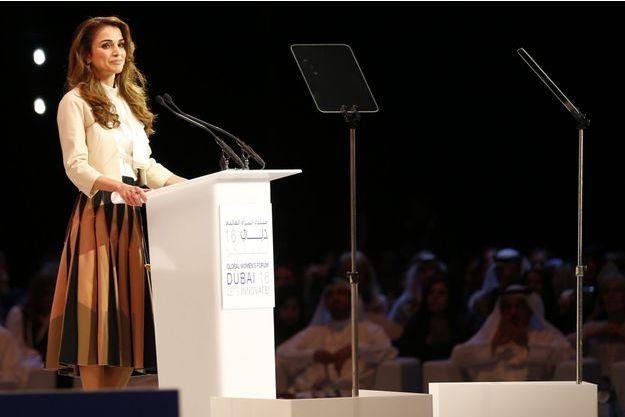 La reine Rania de Jordanie au Global Women's Forum à Dubaï, le 23 février 2016.