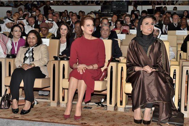 La princesse Lalla Salma du Maroc avec la Sheikha Mozah à Doha, le 1er décembre 2016