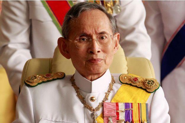 Le roi de Thaïlande Bhumibol Adulyadej, en décembre 2010