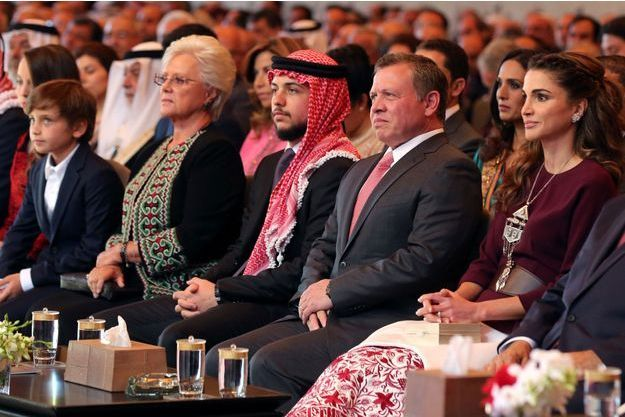 La reine Rania de Jordanie avec la famille royale lors du 70e anniversaire de la Jordanie à Amman, le 25 mai 2016