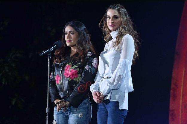 La reine Rania de Jordanie avec Salma Hayek sur la scène du Global Citizen Festival à New York, le 24 septembre 2016