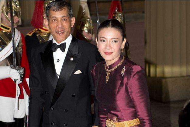 Le prince Maha Vajiralongkorn de Thaïlande et la princesse Srirasmi à Londres, le 18 mai 2012