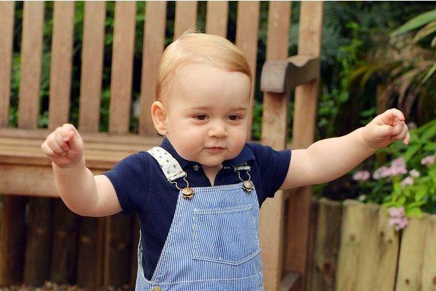 A la veille de son premier anniversaire, le prince George a eu droit à sa première séance photo personnelle.