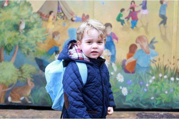 Jour de rentrée pour un charmant petit écolier. Le prince George photographié par sa mère, Kate, le 5 janvier.