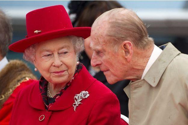 Elizabeth II et le prince Philip devant le Cutty Sark en avril 2012.