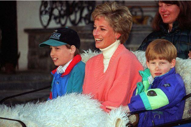 Les princes William et Harry, avec leur mère Lady Diana, à Lech en Autriche le 27 mars 1994
