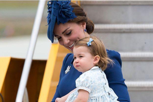 Kate et Charlotte, samedi 24 septembre, à l'aéroport international de Victoria, en Colombie-Britannique.