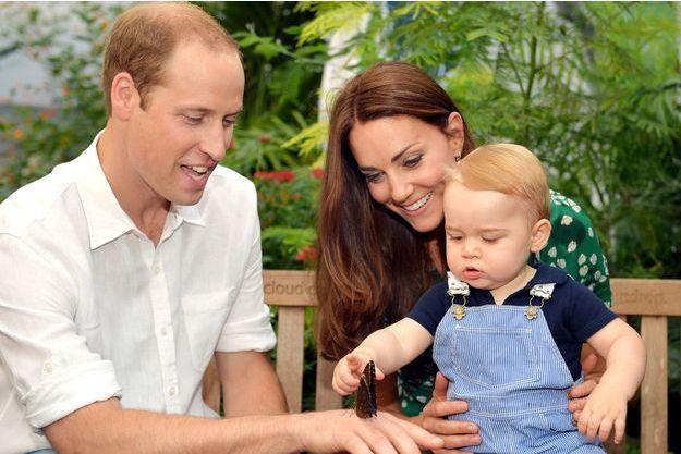 Baby George à près d'un an, avec Kate et William, le 2 juillet 2014