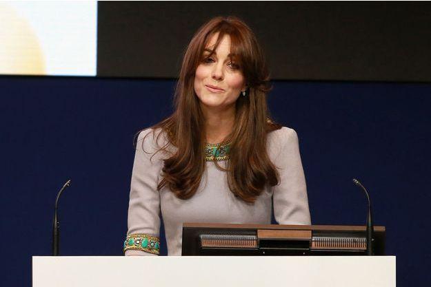 La duchesse de Cambridge, née Kate Middleton, évoque son enfance lors d'une conférence de l'association Place2Be à Londres, le 18 novembre 2015