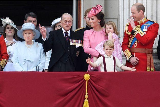 Kate Middleton entourée de la famille royale sur le balcon de Buckingham, le 17 juin 2017