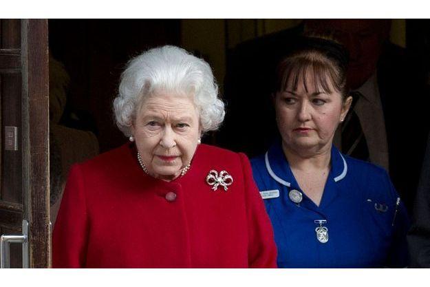La reine Elizabeth à sa sortie de l'hôpital.