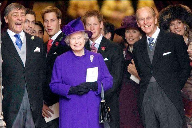 La reine Elizabeth II et le prince Philip avec le duc de Westminster au mariage de sa fille Lady Tamara avec Edward van Cutsem, le 6 novembre 2004