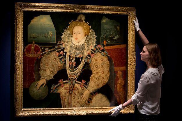 """Le """"Portrait de l'Armada"""" de la reine Elizabeth I (1590) acquis par les Musées royaux de Greenwich, exposé au National Maritime Museum à Londres, le 29 juillet 2016"""