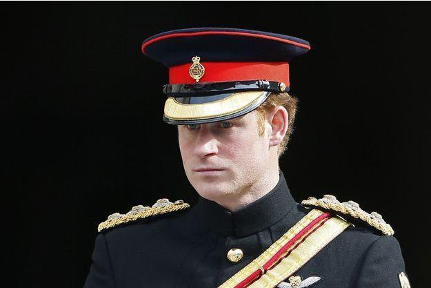 Le prince Harry en uniforme, lors de la cérémonie d'hommage aux 453 soldats britanniques tombés en Afghanistan, en la cathédrale Saint-Paul vendredi 13 mars.