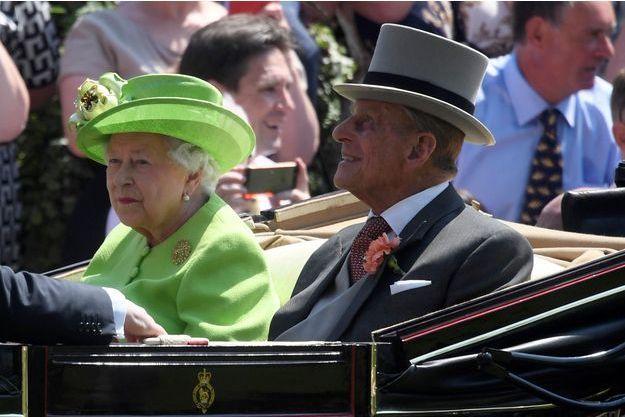Le prince Philip avec la reine Elizabeth II au Royal Ascot, quelques heures avant son hospitalisation, mardi 20 juin 2017.