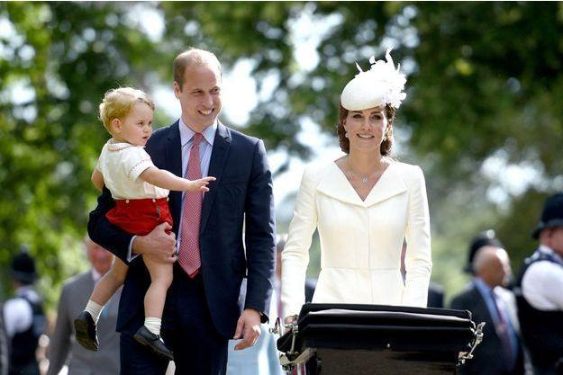 La famille Cambridge, lors du baptême de la princesse Charlotte le 5 juillet 2015.