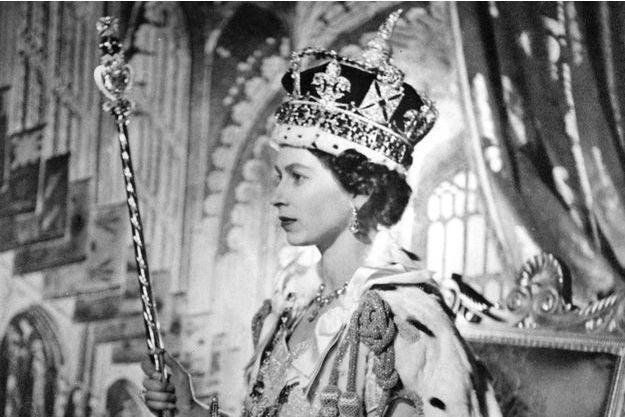 Détail du portrait officiel du couronnement de la reine Elizabeth II par Cecil Beaton, le 5 juin 1953