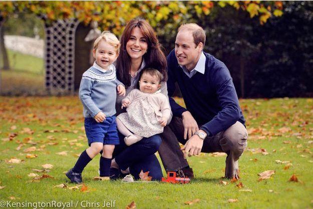 Le duc et la duchesse de Cambridge et leurs enfants le prince George et la princesse Charlotte. Photo diffusée sur Twitter par Kensington Palace le 18 décembre 2015