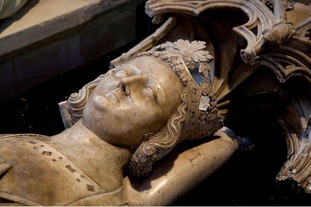 Gisant en marbre (1327) du roi Louis X le Hutin dans la la Basilique de Saint-Denis