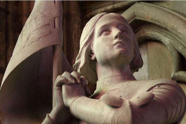 Jeanne d'Arc, détail de la statue de la cathédrale de Nevers