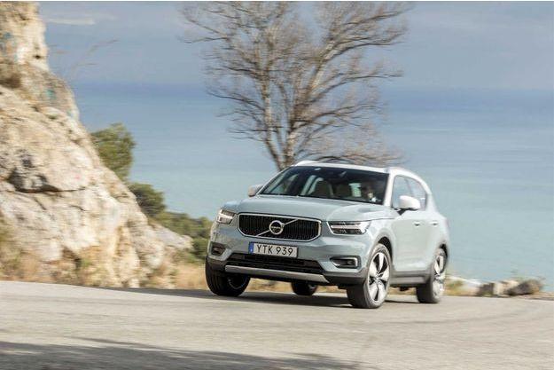 Lancé en deux motorisations (diesel 190 ch et essence 247 ch), le XC40 apparaîtra en version de base (trois cylindres, 150 ch,  boîte manuelle et deux roues motrices) au printemps, avant l'arrivée des versions hybride et 100% électrique à l'horizon 2019-2020.