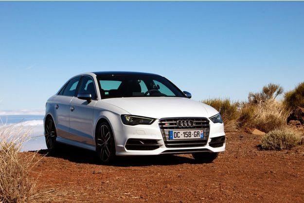 L'Audi S3 berline se garde de toute exubérance, bien que 300 chevaux se cachent sous son capot.