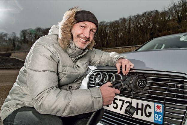 Frank Leboeuf avec la compacte chic de la maison Audi.