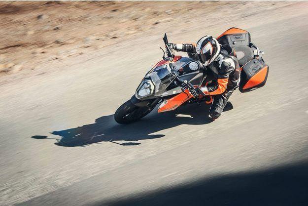 Il paraît que la KTM 1290 Super Duke GT atteint sans problème les 250 km/h... sur circuit.