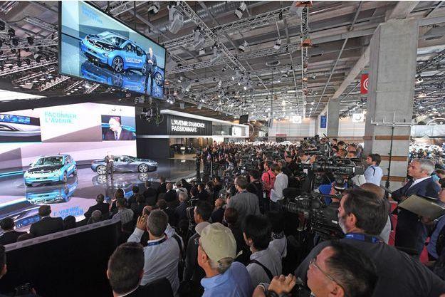 Sur le stand BMW, jeudi, au Mondial de l'automobile de Paris.