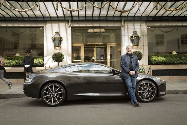 Eric Frechon, le chef du palace parisien Le Bristol et l'Aston Martin DB9 GT.