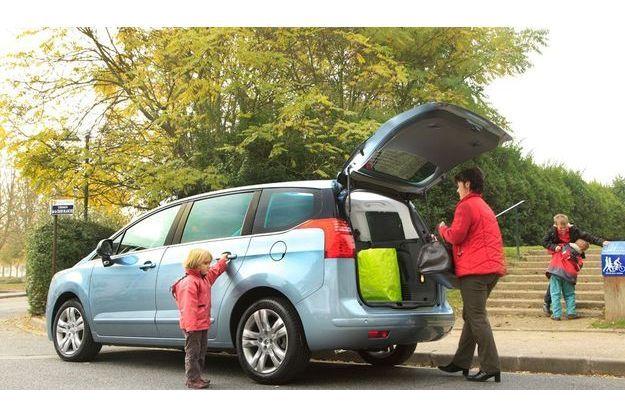 Aussi facile à charger  qu'à rouler, la 5008 fait figure de familiale idéale.