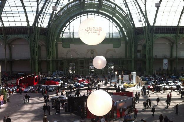 Les bolides sous la verrière du Grand Palais.