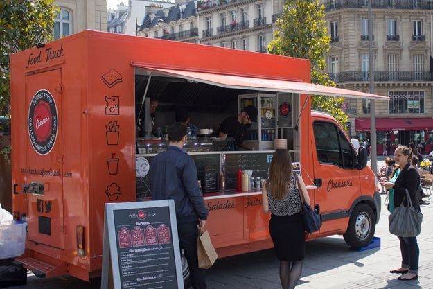 Le Cheesers Food Truck, qui sert des sandwiches américains au fromage : les «grilled cheese».