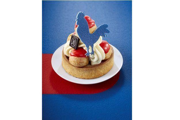 Avis aux gourmands : Pour le « Saint-Honoré » d'Eric Kayser, bleu, blanc, rouge, il faudra être patient. Révélé aujourd'hui, disponible le 21 avril. Et seulement jusqu'au 7 mai 2017.