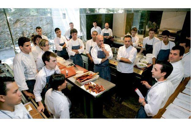Ferran adria meilleur cuisinier du monde - Restaurant vaise tout le monde a table ...