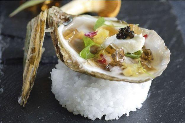 Huîtres Beausoleil à la gelée de champagne et au caviar.