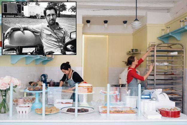 Ambiance vintage US pour la cuisine ouverte de l'établissement. En médaillon, Philip Andelman.