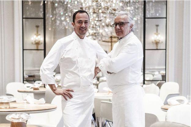 Le chef Romain Meder et Alain Ducasse.