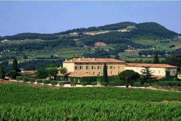 Domaines Ott, en France, vaste lieu ensoleillé où vient de naitre ce dernier cru «By Ott», à consommer avec la modération qu'impose la dégustation de l'alcool.