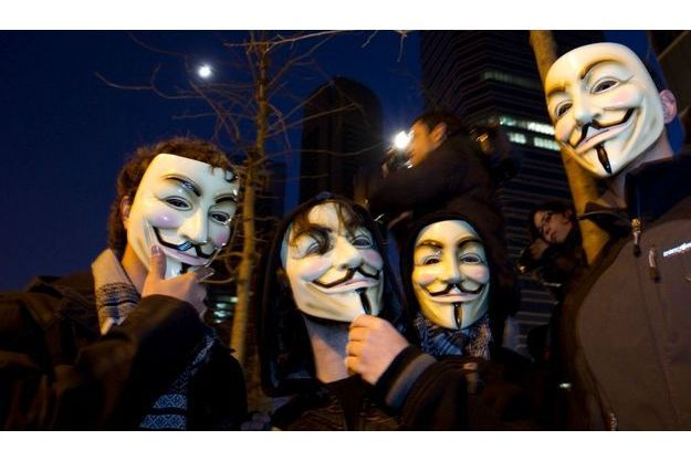 """Les """"Anons"""", le visage caché par un masque"""